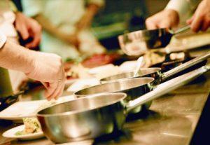 come pulire cucine professionali padelle