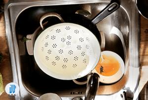 Come lavare bene i piatti a mano